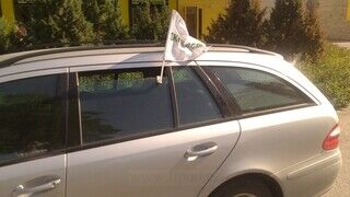Stokker lippu auton ikkunaan